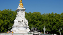 Tilt Shot Up The Victoria Memorial Near Buckingham Palace. Shot On A Sunny Septe stock footage