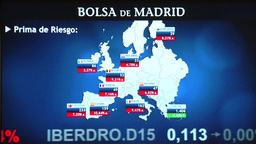 SCREEN MAP SHOWING EUROZONE AND EUROPEAN STOCK MARKET AT MADRID STOCK EXCHANGE stock footage
