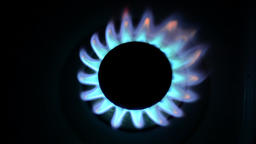 Cooking gas stove burning, close up from top, loop ビデオ