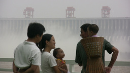 Future generations at Three Gorges Dam ビデオ