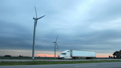 Wind Farm by Highway (Two Shots) ビデオ