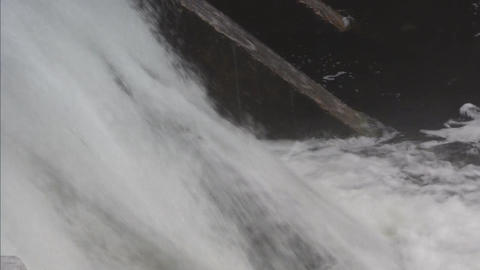 Water flowing over dam closeup ビデオ