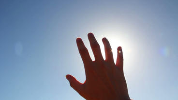 Sun Rays Through Fingers Palm ビデオ