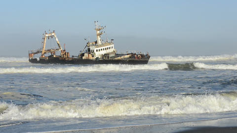 Sunken ship in the ocean breakers grounded at Namibia coastline ビデオ